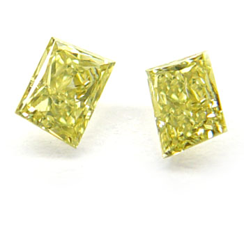 View 0.27 ct. Trapezoid Fancy Intense Yellow