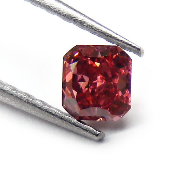 View 0.18 ct. Radiant FANCY RED (ARGYLE)